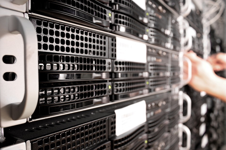 What is DBMS? Definition, Characteristics and Key Functions
