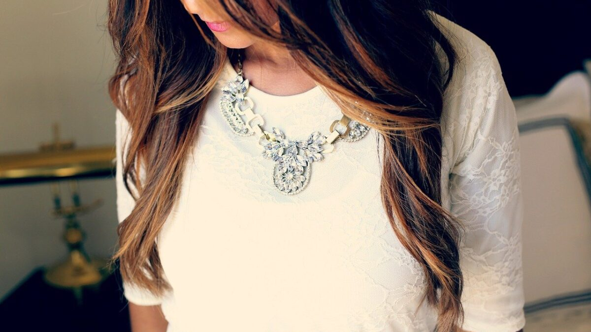 Tips to Style Lightweight Jewellery